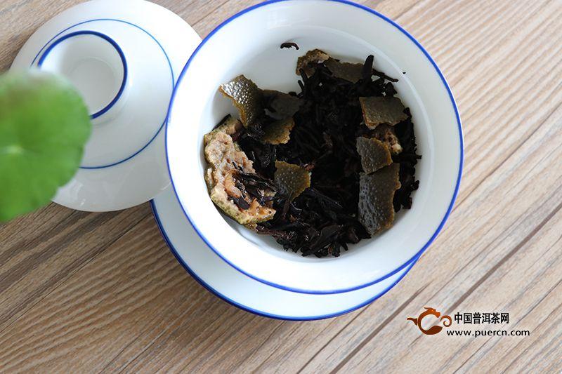 喝茶是好的生活习惯,也是保健身体的健康饮料。但是,日常生活中泡茶喝是有讲究的,不论是个人饮用,还是泡茶给客人饮用,都要按照正确的步骤泡茶,这样泡出来的茶才好喝。现在,从泡茶方法来讲,我们看看泡茶的正确步骤。