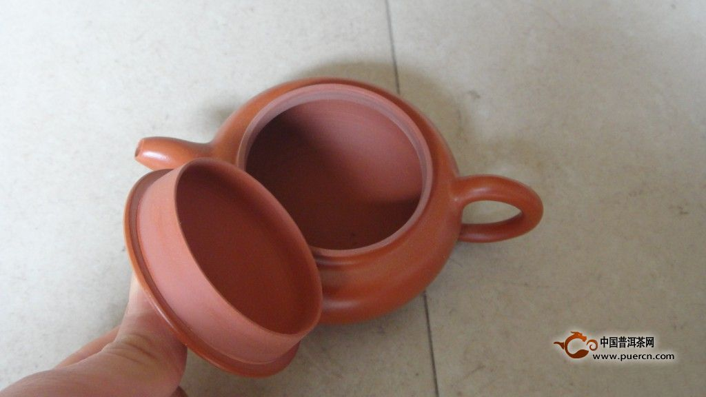 紫砂壶的价格主要看职称和等级吗?