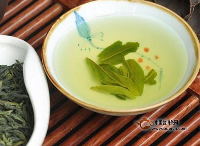 茶叶中所含的鞣酸,茶碱等成分,容易与某些药物发生化学反应;服用催眠