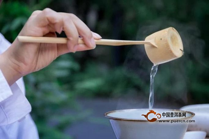 红茶泡茶水温图片