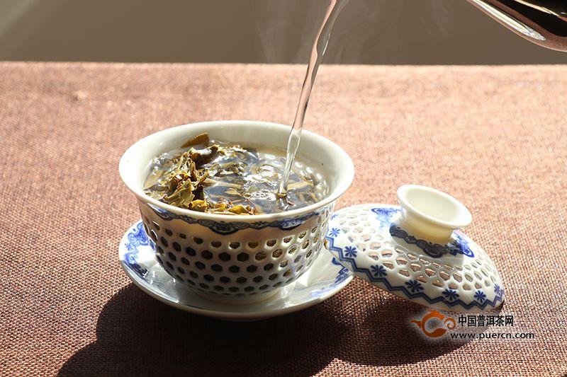 普洱生茶新茶为什么不能用沸水冲泡