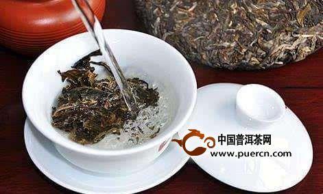 一般说来,泡茶水温与茶叶中有效物质在水中的溶解度呈正相关,水温