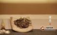 普洱茶冲泡规范之赏茶、温杯、投茶