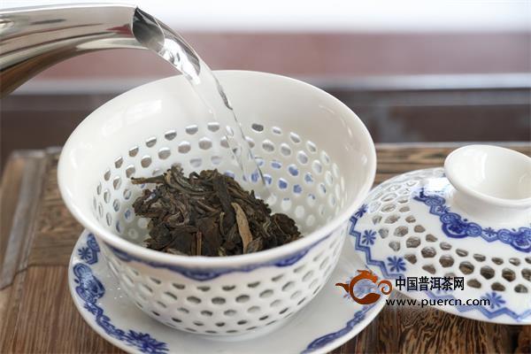 普洱的生茶和熟茶_2018问答七十:普洱生茶和普洱熟茶哪个适合泡饮,哪个适合煮?