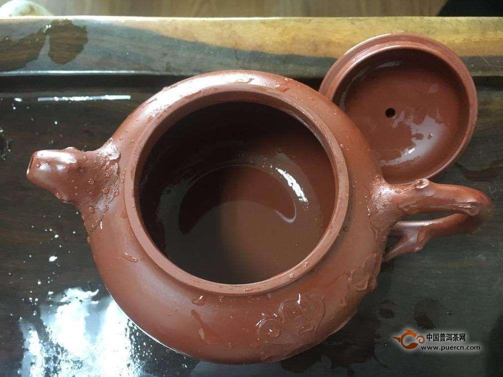 紫砂壶开壶后为什么表面出现一层白色物质?