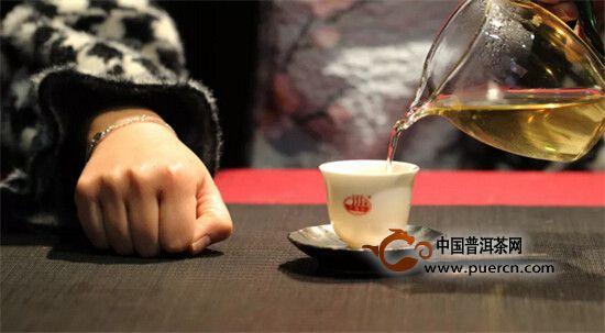 茶桌上的扣指礼有什么大讲究?