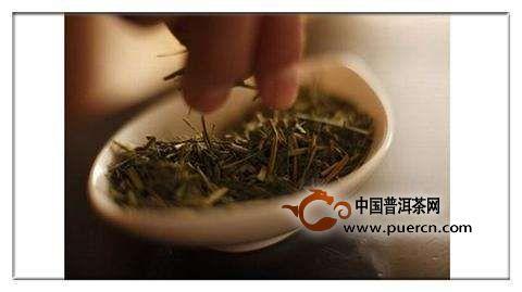 嚼干茶叶的好处和坏处
