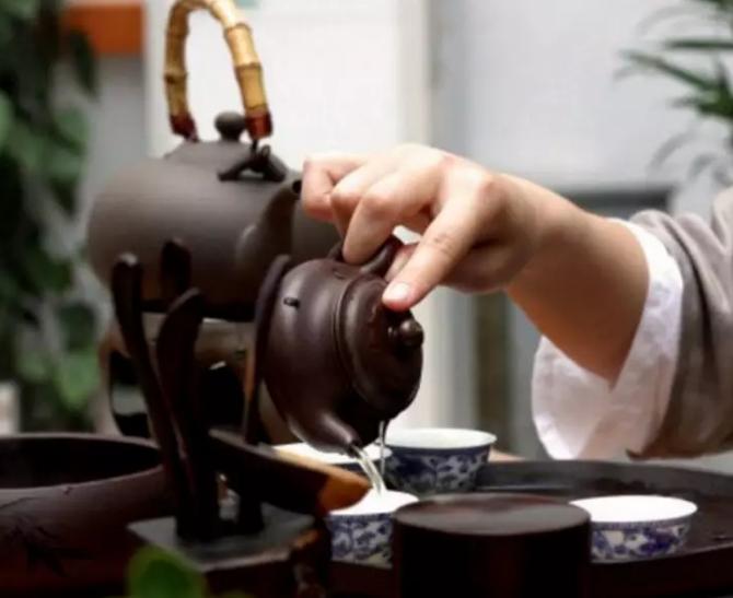 """普洱茶冲泡手法其实也有""""凤凰三点头"""""""