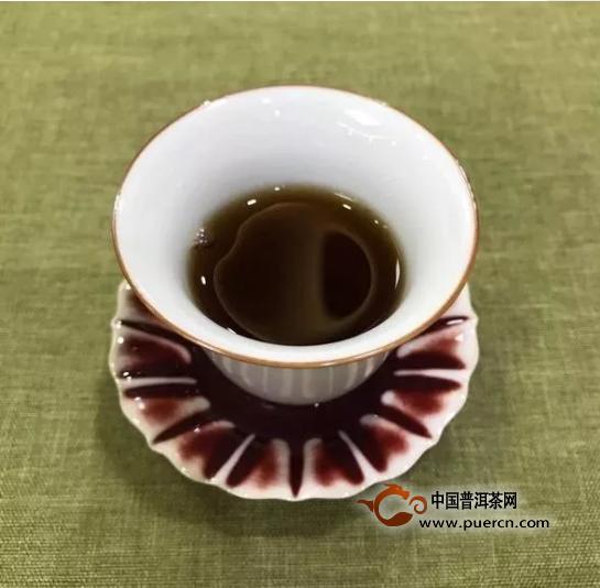 新手泡红茶,如何让茶汤顺滑,避免苦涩?