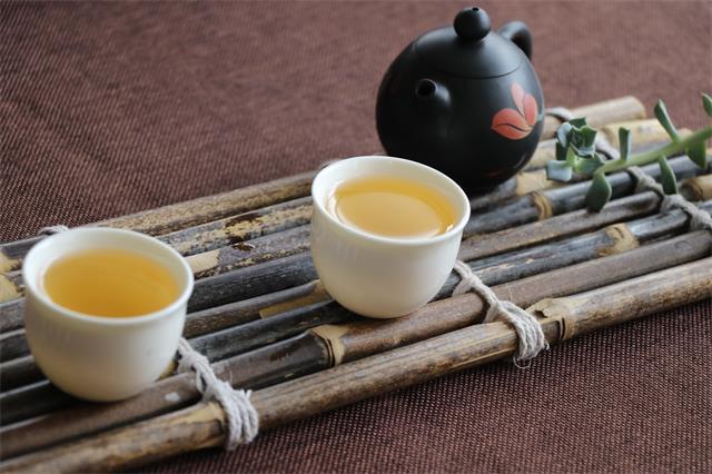 一把茶,把人生所有不甘都煮成回甘