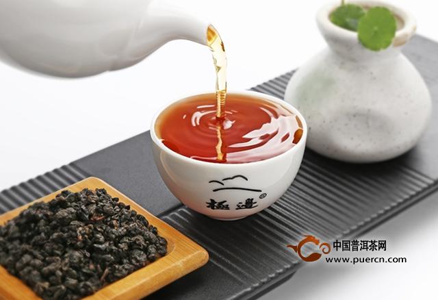 乌龙茶是健康的茶饮,包括的种类很多,有较好的保健功能,突出表现在分解脂肪、减肥健美等方面。在日本被称之为美容茶、健美茶。冲泡饮用齿颊留香,回味甘鲜,具有品饮保健价值。那么,想要喝乌龙茶的话,泡乌龙茶用哪些茶具好呢?下面就给大家介绍下适合泡乌龙茶的茶具。