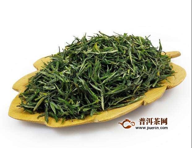 松峰绿茶,色泽碧绿,香味清高,味道独特,是羊楼洞茶场的特产,经过检测,农药残留量低于国家标准。经常喝此茶,能提神明目,而且有防幅射的功能。松峰绿茶连续两年获得部优产品的称号。特制一级茉莉花茶、毛尖花茶、碧叶青茶、玉茗露、松峰龙井先后被湖北省评为优质产品。松峰绿茶不仅在国内畅销,还出口亚非等十多个国家和地区,深受中外爱茶人士的赞誉。
