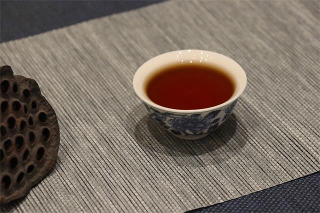 写一篇静的文字,就像品一盏暖暖的普洱熟茶