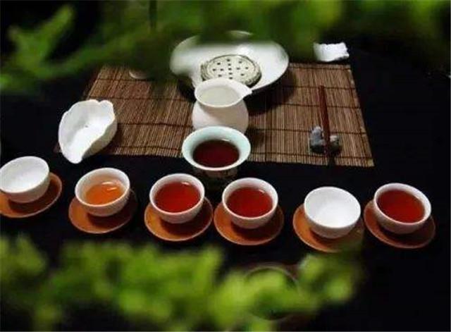茶叶和咖啡本就平起平坐,不分高低,中外文化均需尊重