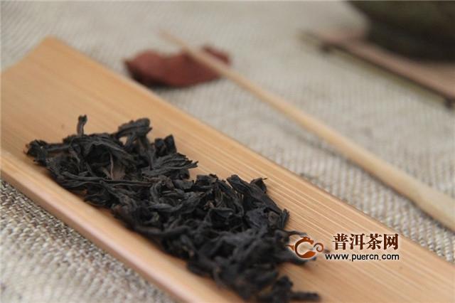 武夷岩茶老枞水仙特点,外形肥壮紧结有宝光色!