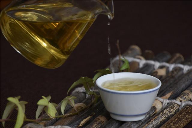 当小鹿茶搭上传统名茶大师,传统茶与新式茶还有界限吗