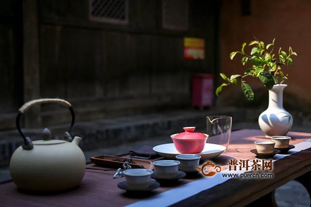 浮世万千,吾爱有三:生茶为朝,熟茶为暮,卿为朝朝暮暮