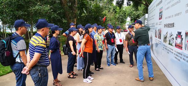 勐腊县政协委员对勐海县茶叶产业发展情况进行考察