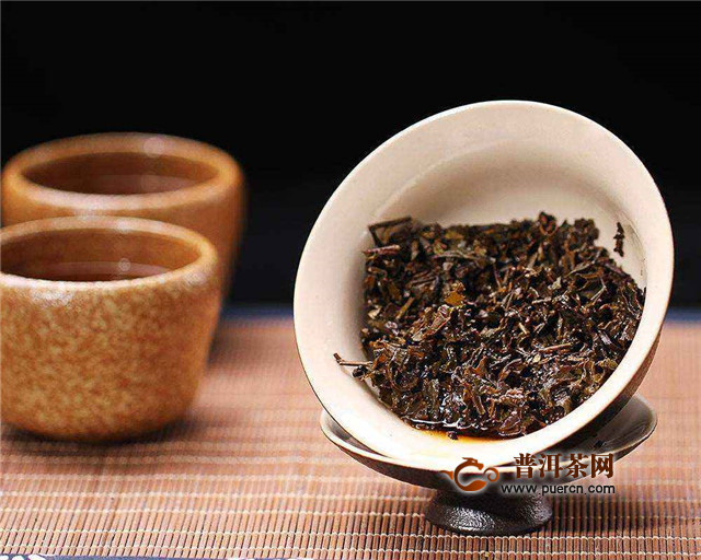 煮老茯茶,老茯茶泡着喝、煮着喝都可以!