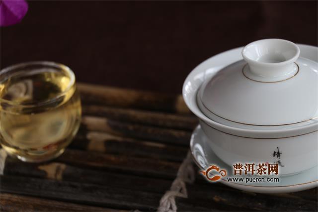 泡茶被烫手,原来是拿盖碗的姿势不对