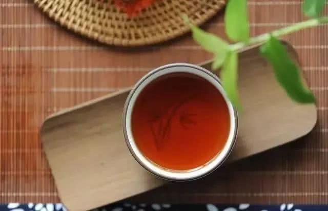 做人就要像一杯茶
