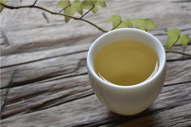 茶,浓蒸淡煮,把所有的不甘都化为回甘