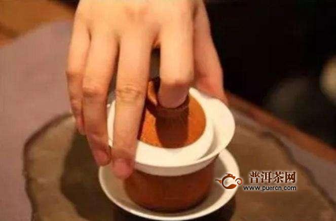 怎么使用盖碗泡茶才不烫手呢?