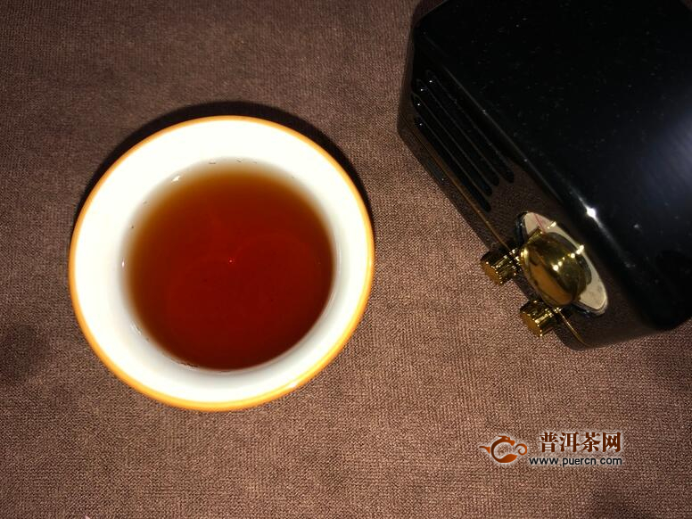 鲜爽红浓 口感偏甜 糯香明显:2019年龙园号勐海七子饼茶熟茶380克