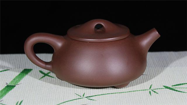 紫砂小知识:紫砂壶发霉了,不是因为它透气性不行,而是......