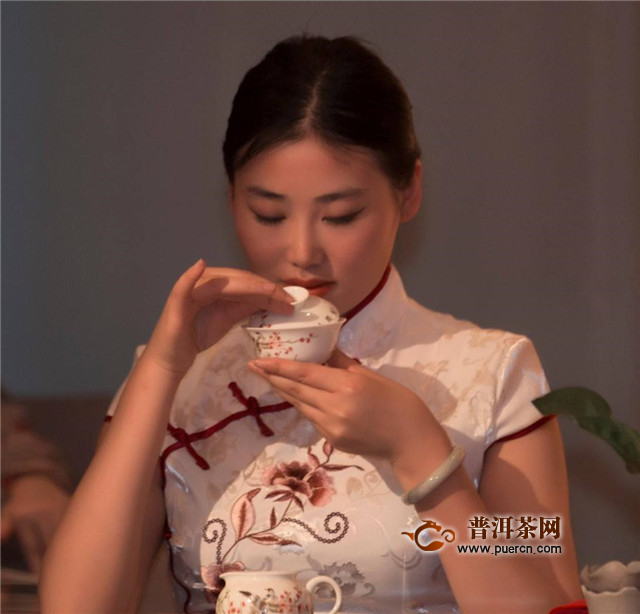 喝茯茶对女人有什么好处?深层排毒、美容养颜
