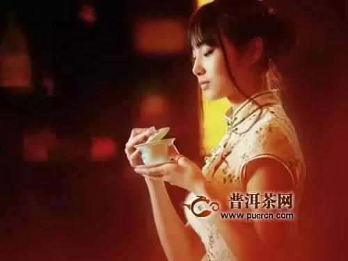 女人喝beplaysports下载生茶还是熟茶