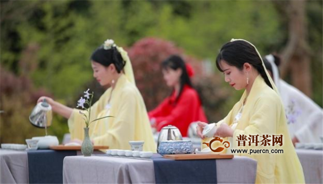 """""""蒙茶仙子""""打卡最美茶乡,助力名山春茶销售"""