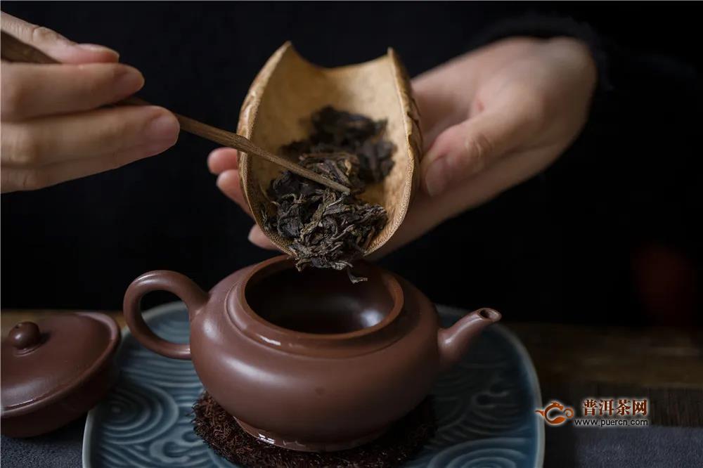2008年国艳茶厂和其坊布朗古树生茶12陈的生普开汤