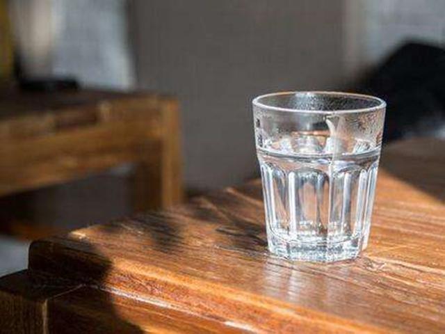 怎样彻底清除玻璃杯上的茶渍