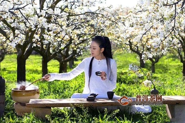 65岁的杨丽萍活成22岁的少女杨,驻颜的秘密竟是茶