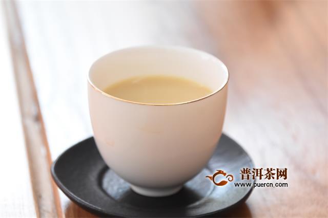 小口啜饮,稍稍停顿 女性茗茶背后,英国茶文化的轰烈波涛