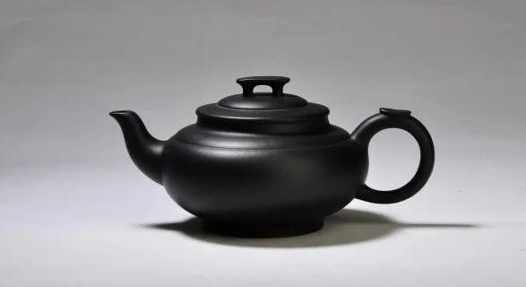 紫砂壶中,那些黑色的壶,到底藏着哪些猫腻?