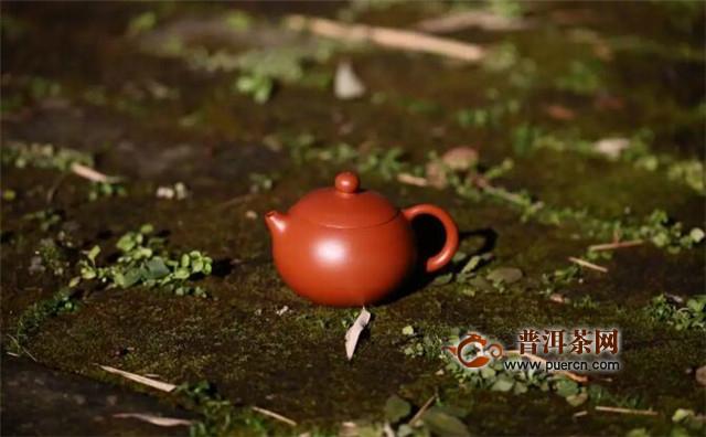 紫砂壶泡祁门红茶,