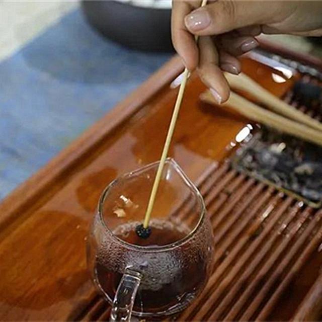 国际茶日,普洱市敬爱茶人一杯普洱茶