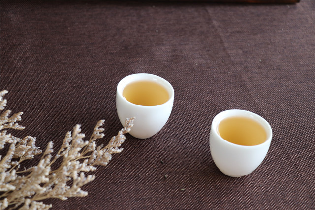 沏一壶清茶,邀二三知己