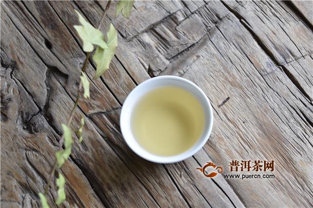 从汤色和透明度变化鉴别普洱茶的好坏