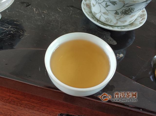 汤色金黄透亮,汤质醇厚:2017年普秀甲级沱茶