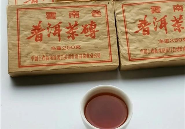 2004年中茶吉幸7581熟砖开汤
