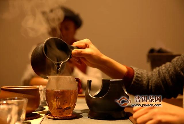 普洱茶还能烤着喝?