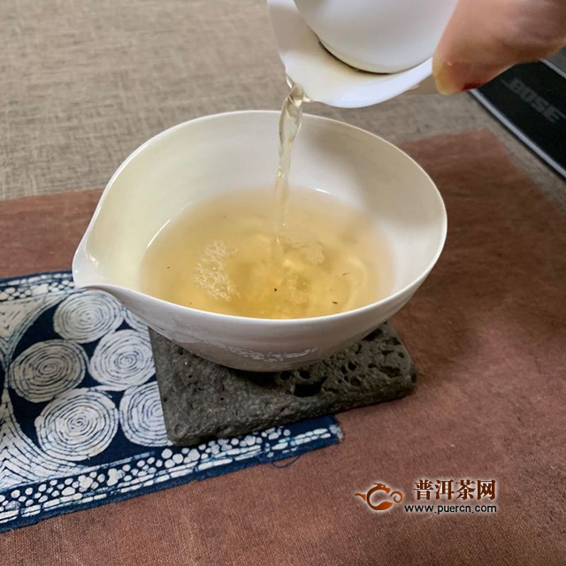 七月迟来的烟香:2019年兴海茶业乌金号生茶