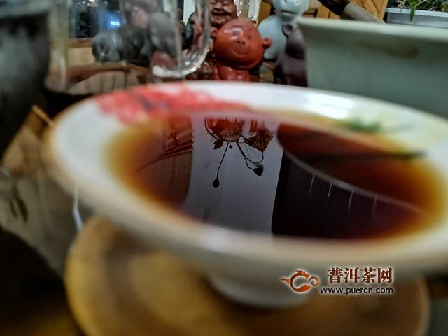 细腻可人,顺滑香甜:2019年洪普号雪藏熟茶