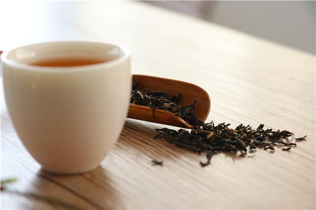 香飘飘:主营杯装奶茶,上半年营收9.9亿,相比去年如何?
