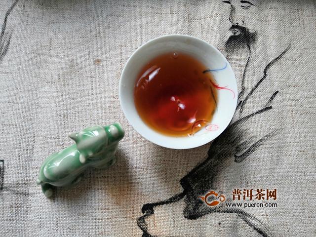 香气纯正,醇厚甜润:2020年兴海茶业地韵三星熟茶