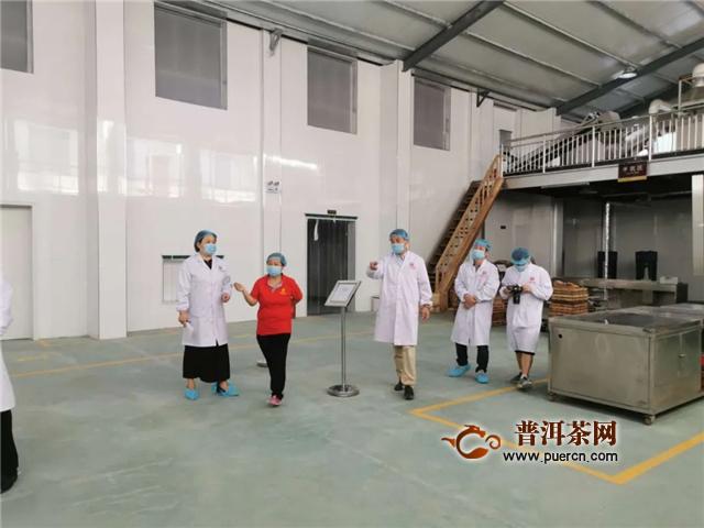 【百富茶业】省农产品质量安全中心及茯茶办领导来我厂探访茯茶制作工艺