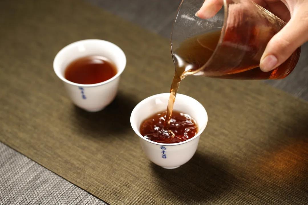 德丰昌识茶品茶:您喜欢几成熟的普洱茶?